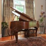 antique-baby-grand-piano-bench