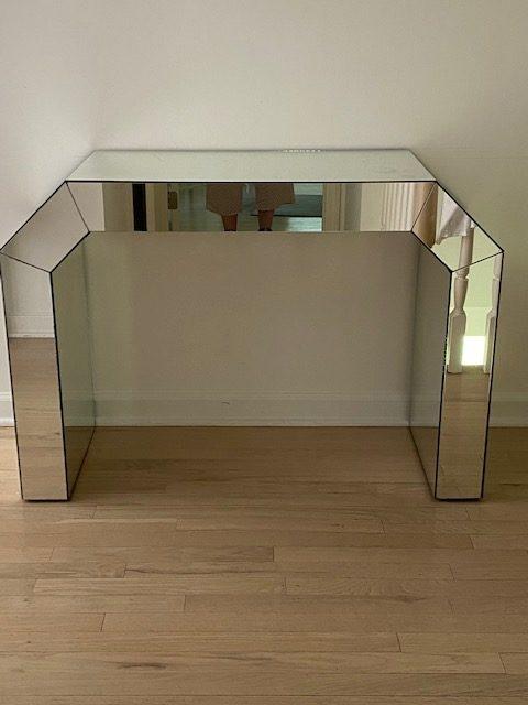 Mirrored Console